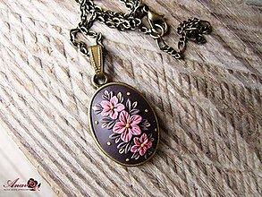 Náhrdelníky - Kvetinový prívesok s retiazkou - 8981622_
