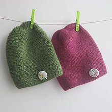 Čiapky - Jednoduché pletené čiapka s gombíkom - alpaka + merino (machovo zelená) - 8982796_