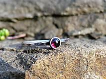 Prstene - Strieborný Prsteň s Granátom - 8986019_