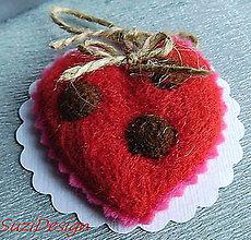 Drobnosti - romantic plstené srdiečko love dots - 8986886_