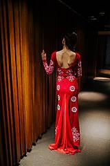 Šaty - Dlhé červené vyšívané šaty - 8984660_