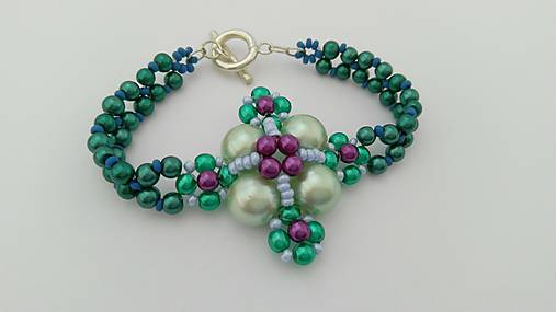 Zelený perličkový náramok