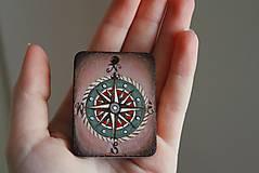 Náhrdelníky - Amulet s kompasom - 8993145_