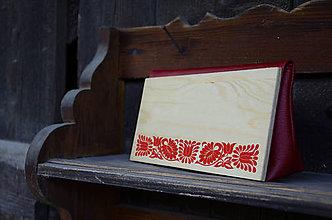 Kabelky - DREVENÁ KABELKA ČATAJSKÉ KVETY (20x10x5cm - Červená/smrek) - 8995658_
