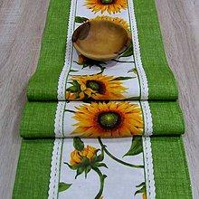 Úžitkový textil - Slnečnice na bielej - úzky obrus  (65 cm x 28 cm) - 8992459_