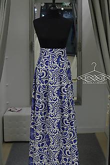 Sukne - Modro biela skladaná maxi sukňa s folk motívom - 8996666_