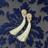 Náušnice - White Tassels - sutaškové náušnice se střapci - 8996332_