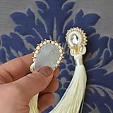 Náušnice - White Tassels - sutaškové náušnice se střapci - 8996335_