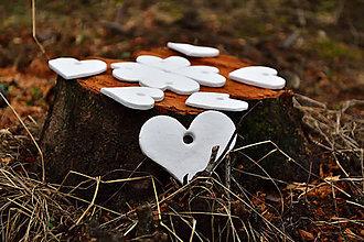 Dekorácie - Sada 10 ks svadobných srdiečok na zavesenie - 8997710_