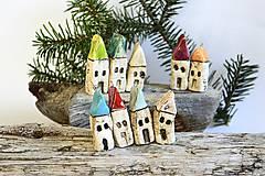 Dekorácie - Domček z dedinky v údolí na zavesenie - 8996650_