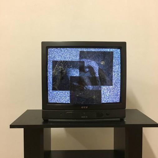 Broken fragments - Broken TV