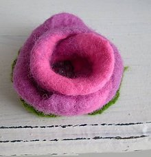 Odznaky/Brošne - plstená brošňa - ružový puk - 9001069_