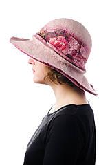 Čiapky - Ružový vlnený klobúk s hodvábom, ručne plstený z merino vlny - 9006985_