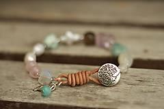 - Boho náramok z minerálov záhneda, ruženín, larimar - 9006544_
