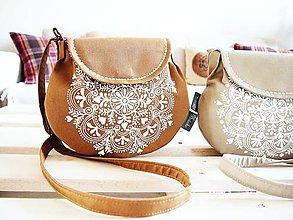 Kabelky - Malá maľovaná okrová kabelka v natur štýle - 9009606_