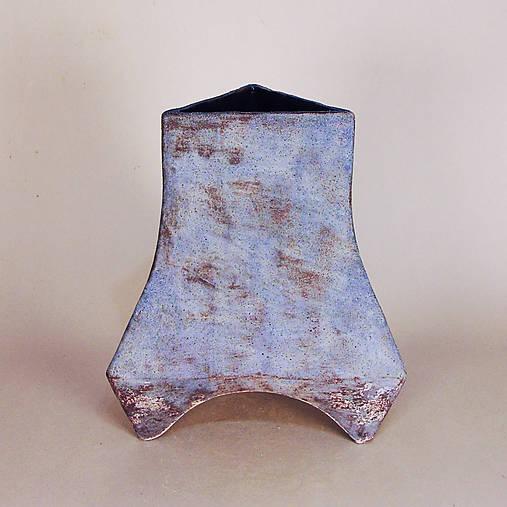 Modrá trojuholníková váza