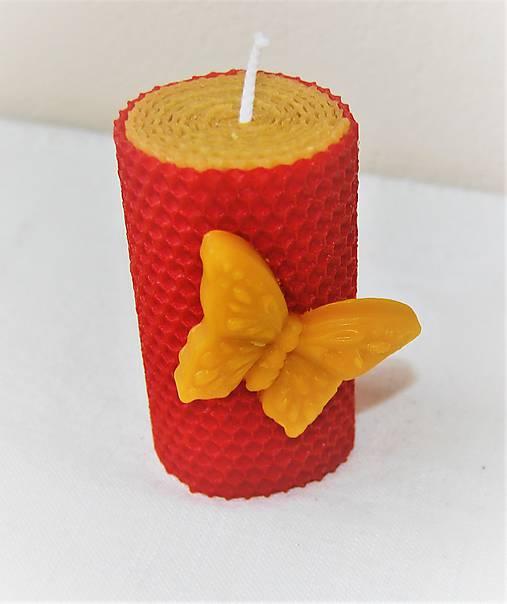 Sviečka s motýľom v krabičke