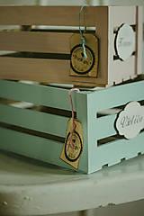 Nábytok - Pastelová bednička s ceduľkou - 9007918_