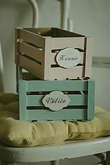 Nábytok - Pastelová bednička s ceduľkou - 9007921_