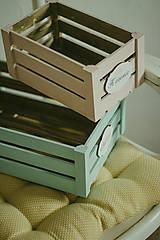 Nábytok - Pastelová bednička s ceduľkou - 9007924_