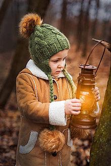 Detské čiapky - Zimná osmičková ušianka s brmbolcami (Zelená s hnedými brmbolcami) - 9011232_