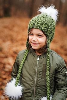 Detské čiapky - Zimná osmičková ušianka s brmbolcami (Zelená s bielymi brmbolcami) - 9011658_