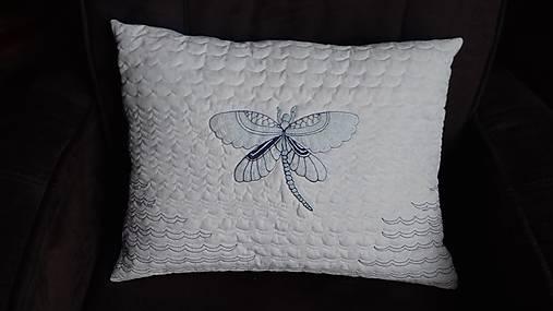 770ef54bf Vankúš s výšivkou vážky / svan - SAShE.sk - Handmade Úžitkový textil