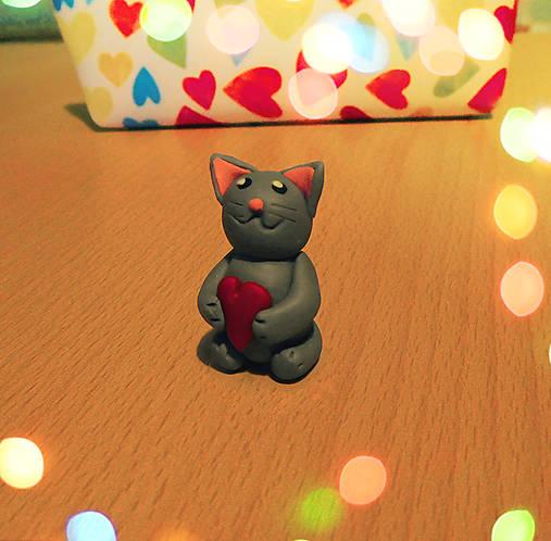 Zamilovaná mačička (FIMO figúrka)
