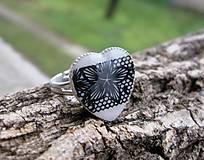 Srdiečko prsteň (Čierno biele čipkované srdiečko - prsteň, č.1685)