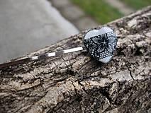 Ozdoby do vlasov - Čierno biele čipkované srdiečko sponka 1 ks, č1686 - 9017300_