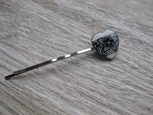 Čierno biele čipkované srdiečko sponka 1 ks, č1686