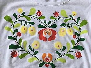 Tričká - Folkové dámske maľované tričko (Pestrofarebné- červená, zelená a žltá) - 9019152_