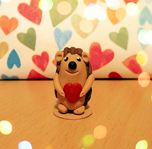 Zamilovaný ježko (FIMO figúrka)