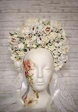 Ozdoby do vlasov - Kráľovská bielo-krémová kvetinová bohato zdobená ľudová parta - 9022722_