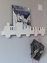 Nábytok - nástenný vešiak/polička 'na vlaku' biely - 9021872_