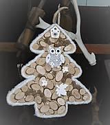 Dekorácie - Závesná dekorácia: Stromček natur so sovičkou - 9027205_
