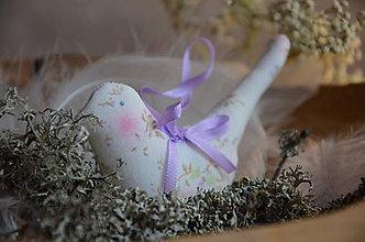 Dekorácie - Vtáčik letáčik (Biela, ružovo- fialové kviety) - 9024990_