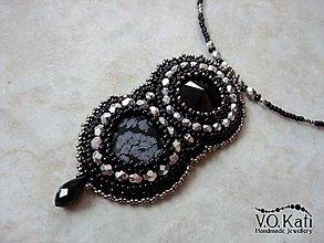 Náhrdelníky - Roxanne - Swarovski, vločkový obsidián - 9030982_