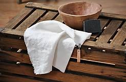 ľanový uterák s odnímateľným koženým pútkom (biely)