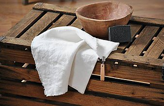 Úžitkový textil - ľanový uterák s odnímateľným koženým pútkom (biely) - 9028754_