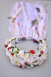 Ozdoby do vlasov - Svadobný boho venček s kvetinami, stuhami a perím - 9030120_