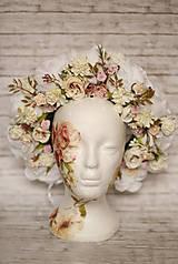Ozdoby do vlasov - Biela kvetinová parta na štýl venčeka - 9031973_