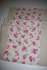 Úžitkový textil - STŘEDOVÝ BĚHOUN .. růžové květy - 9034643_