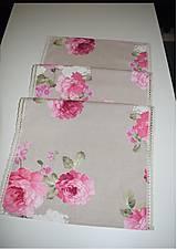 Úžitkový textil - STŘEDOVÝ BĚHOUN .. růžové květy - 9034664_