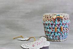 Háčkovaný dekorační / úložný košík 13×12 cm