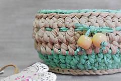 Háčkovaný dekorační / úložný košík 20×10 cm