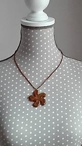 Náhrdelníky - Zapínací náhrdelník -Kvietok vo vánku - 9036581_