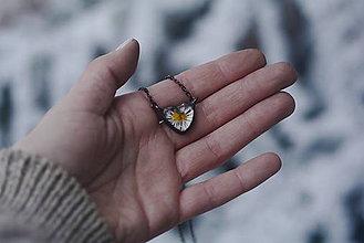 Náhrdelníky - Malé srdiečko sedmokrásky - 9036302_