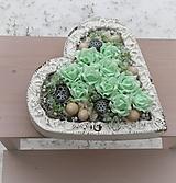 Dekorácie - Mentolové ruže v srdci s ornamentom - 9039889_