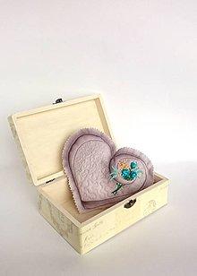 Dekorácie - Srdce vyšívané nielen na Valentína - hnedé menšie - 9039730_